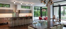 Минималистичные кухня и столовая в доме