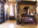 Классическая спальня в замке