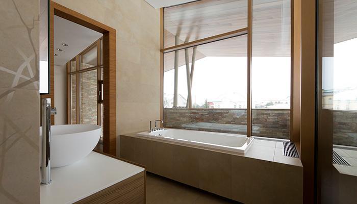 Роскошная ванная в загородном доме