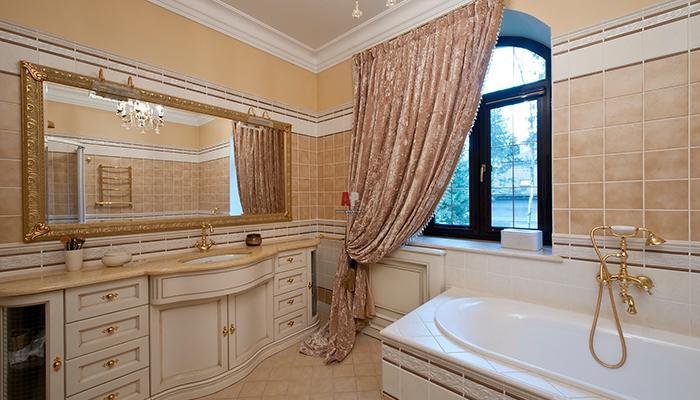 Меблировка ванной комнаты в загородном доме