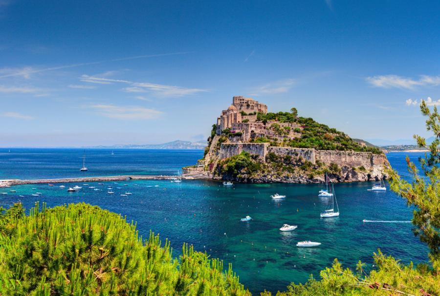 Арагонский замок - Италия