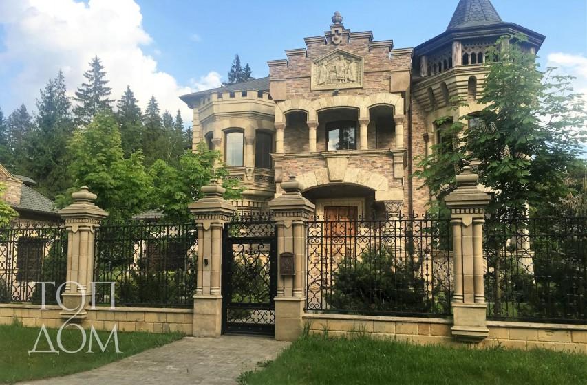 Строительство дома-замка